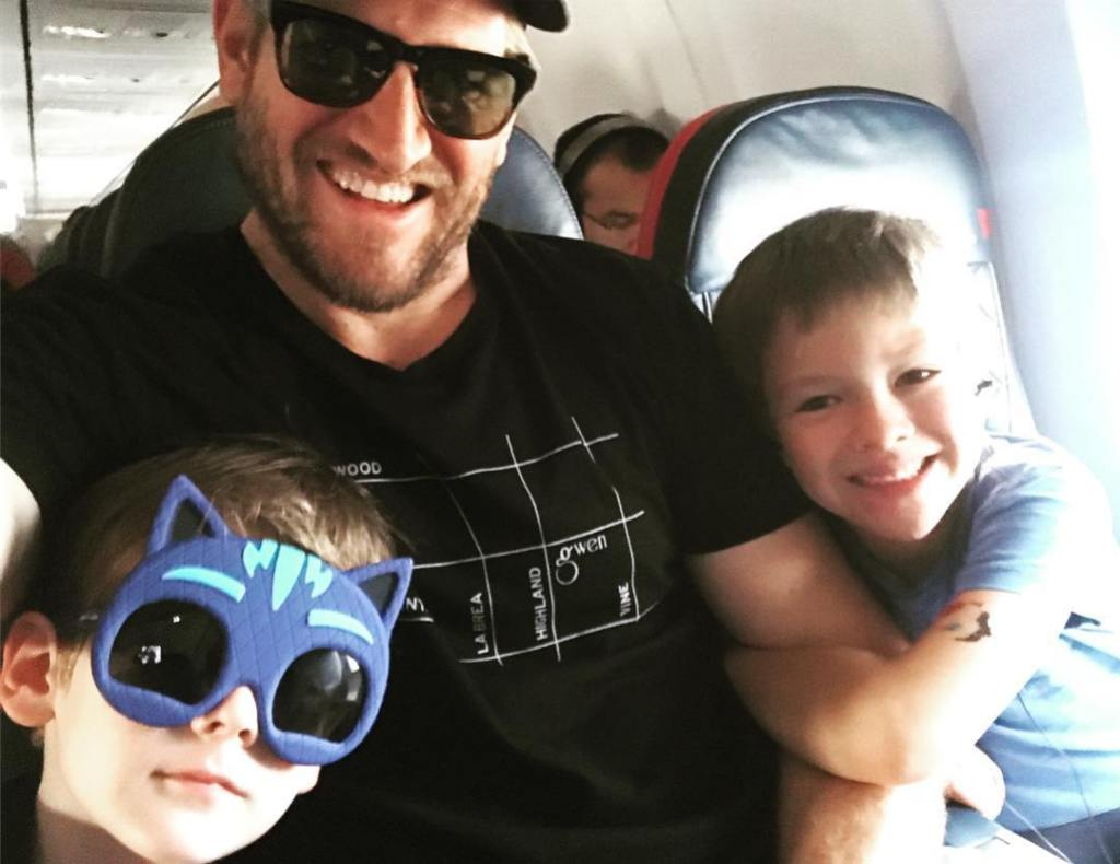 Curtis Stone Wearing Sunglasses With His 2 Kids