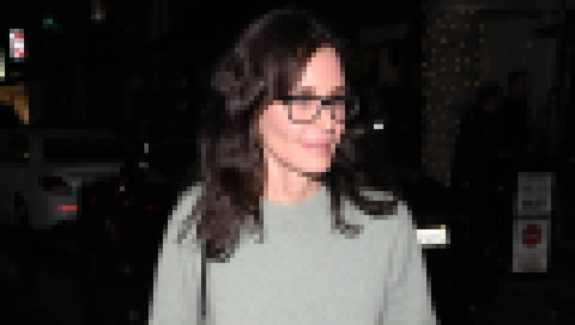 Courteney Cox grabs dinner at Madeo restaurant with her friends