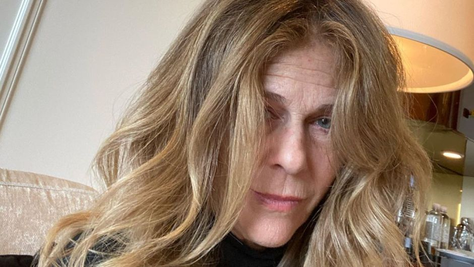 Rita Wilson Reveals Hair and Makeup Guy Is Late Ahead of 2020 Golden Globes