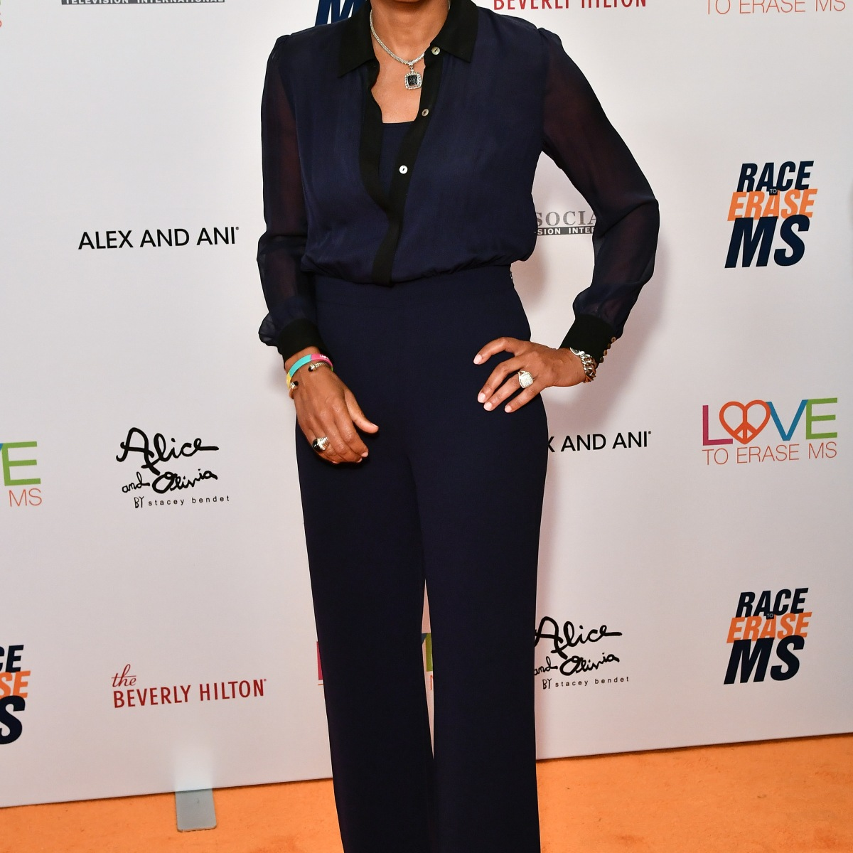 Robin Roberts' Transformation Proves She Is Simply Ageless! See Her Then and Now