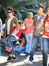 sandra-bullock-is-mom-to-2-adopted-kids-meet-louis-and-laila