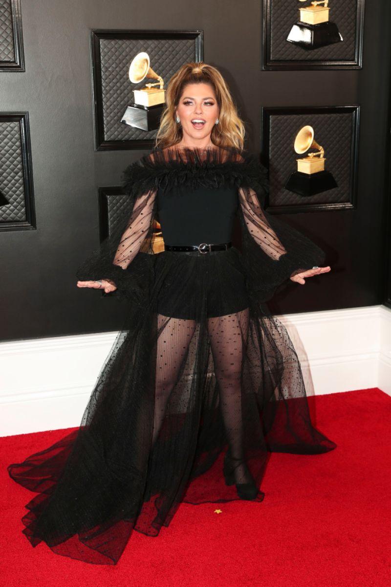 Grammys 2020 Red Carpet Shania Twain S Dress Turns Heads