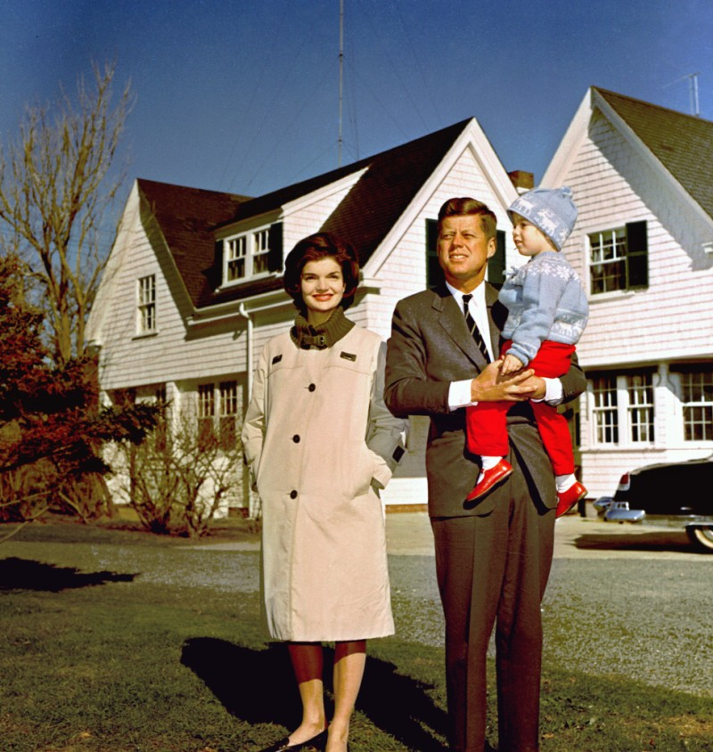 JOHN KENNEDY WITH FAMILY, HYANNIS PORT, USA