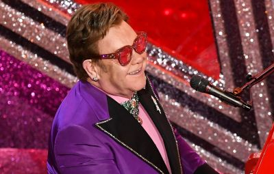 Elton John Sings at the 2020 Oscars