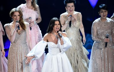 Idina Menzel Doing a 'Frozen' Performance at the 2020 Oscars