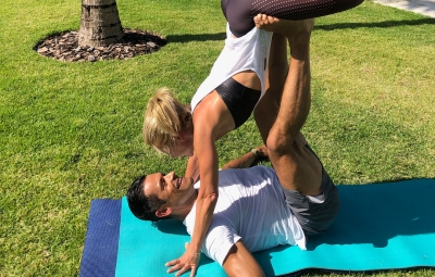 kelly-ripa-mark-consuelos-working-out