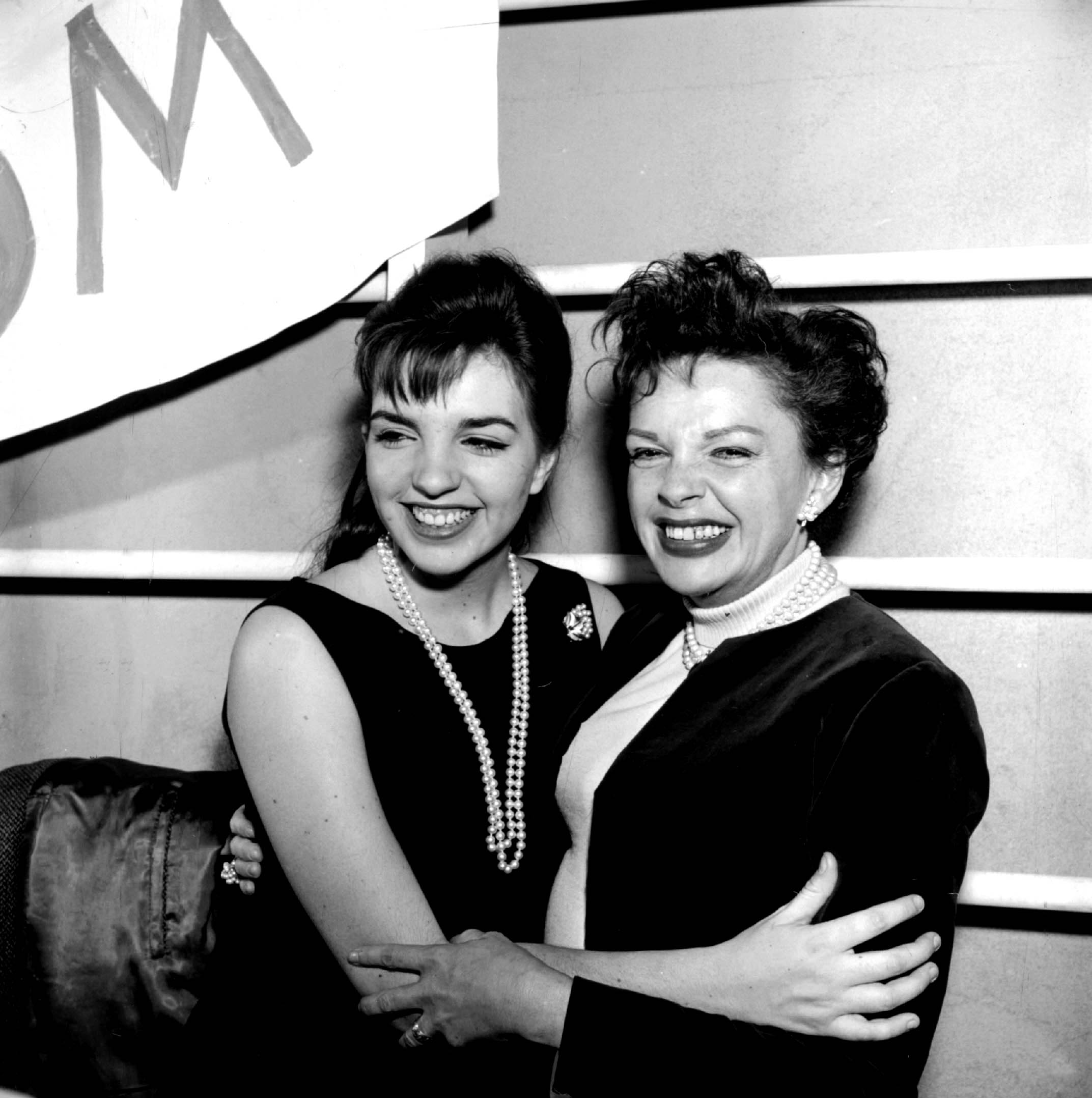 Liza Minnelli Talks Having Judy Garland As A Mom In Rare Interview