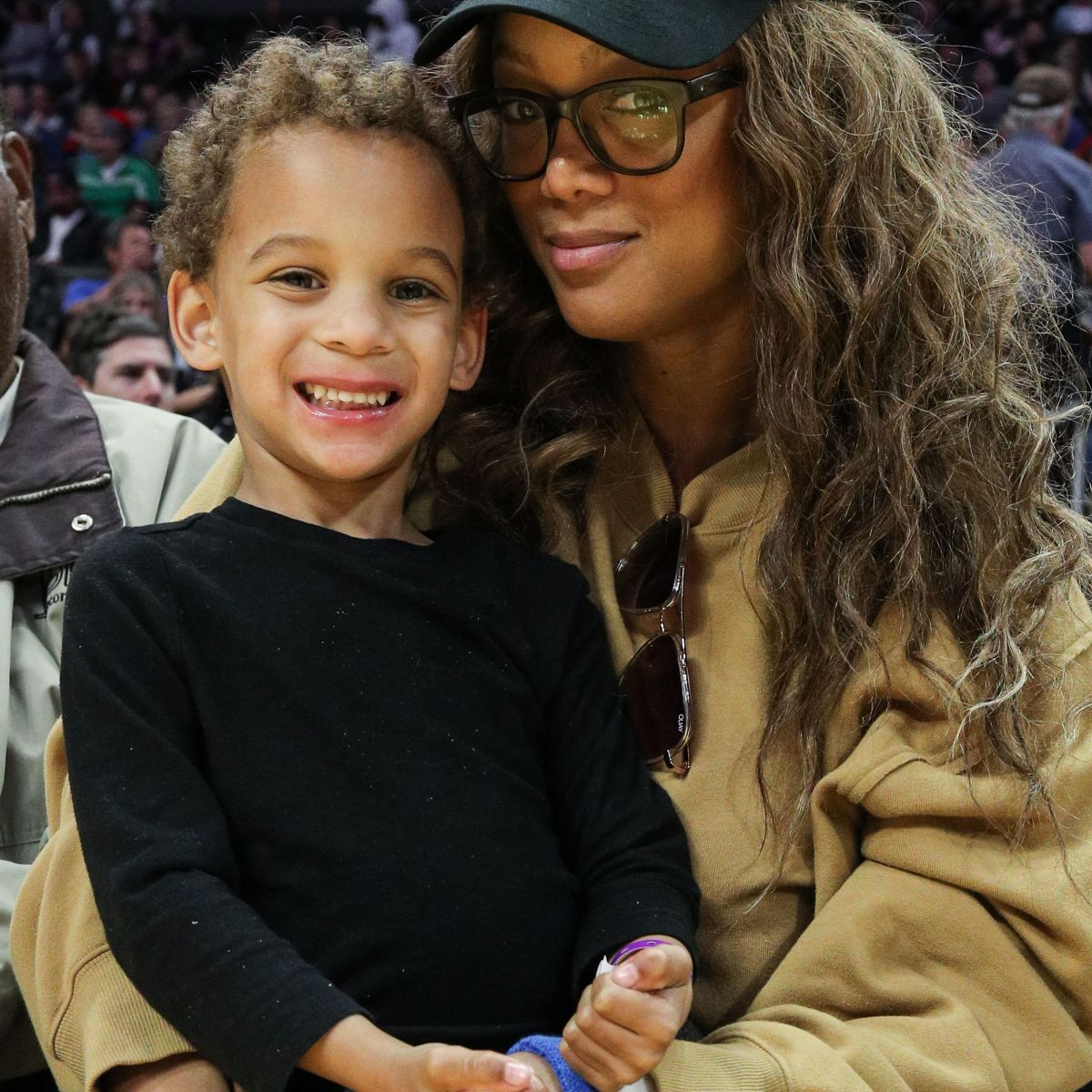 TYRA BANKS SON GETS BORED WATCHING DANCING WITH THE STARS