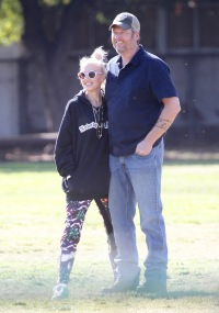 Gwen Stefani and Blake Shelton pack on the PDA at Griffith Park in Los Angeles