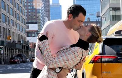 Peta Murgatroyd and Maksim Chmerkovskiy Kiss in Times Square