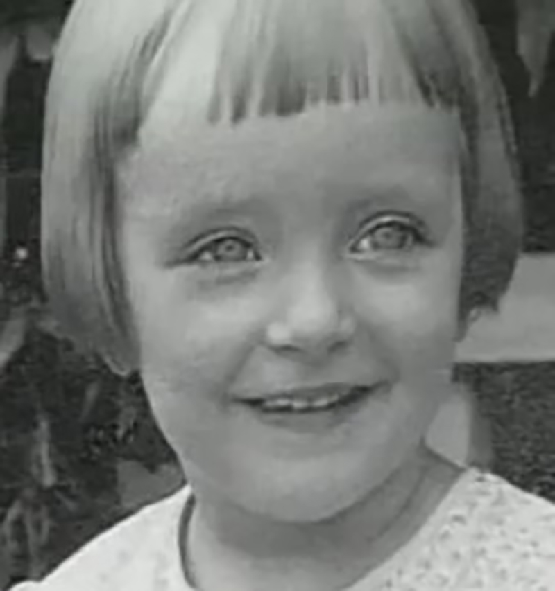 carolyn-jones-as-little-girl