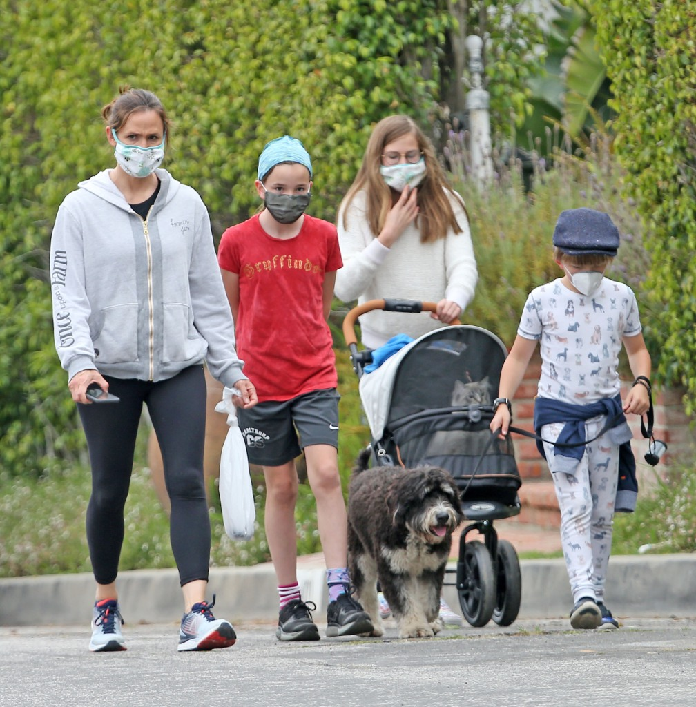 Jennifer Garner and Kids Wear Face Masks on Walk Amid Coronavirus