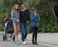Jennifer Garner takes her kids for a walk with her assistant during Coronavirus quarantine