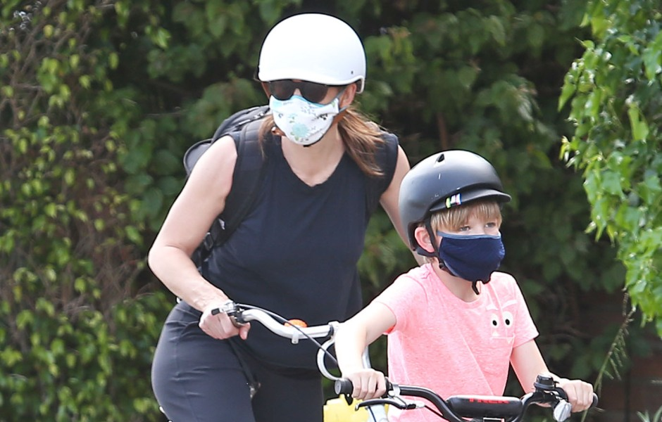 Jennifer Garner out and about, Los Angeles, USA - 05 Apr 2020