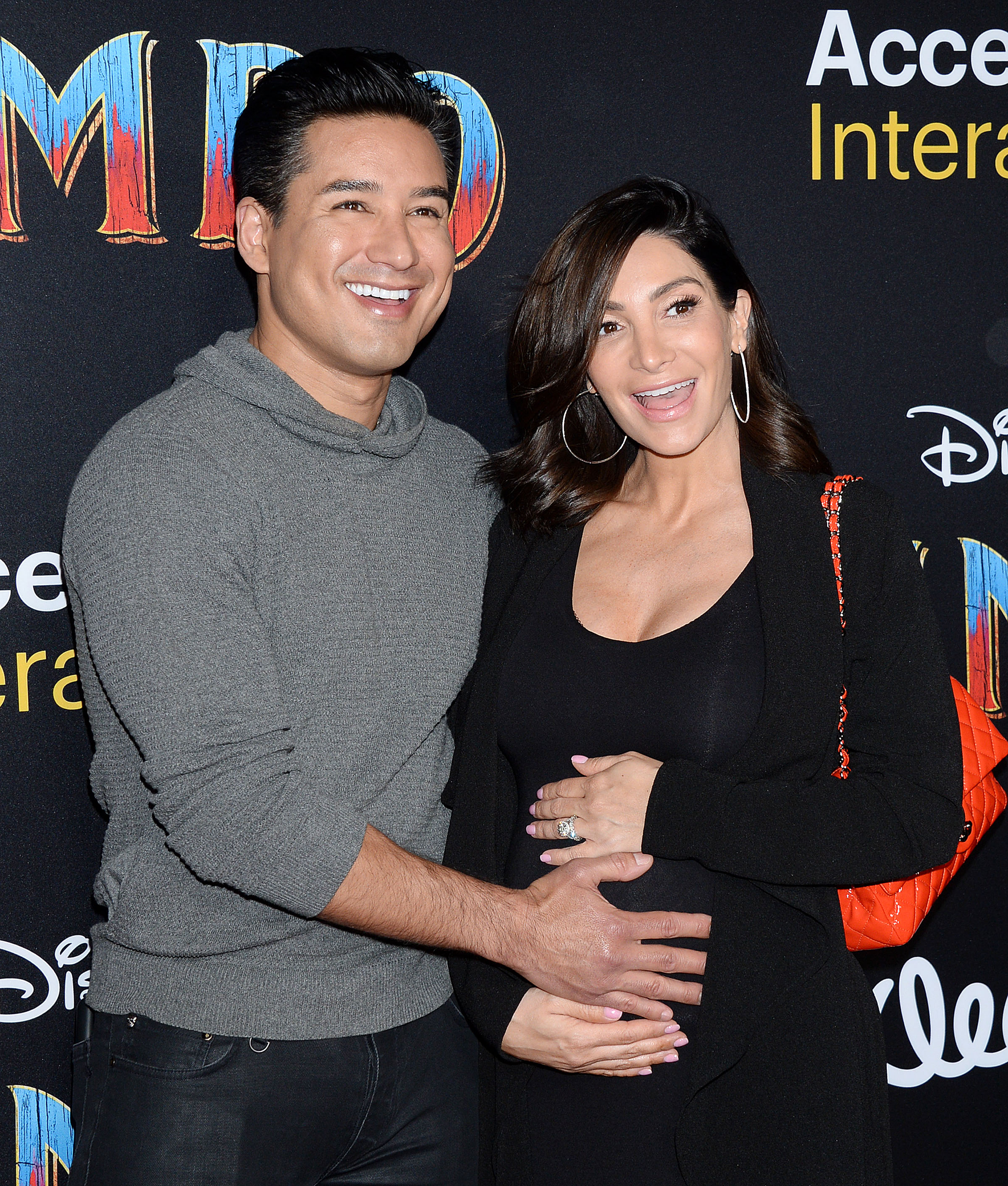 Mario Lopez S Wife Courtney Leaves Flirty Comment On Shirtless Photo