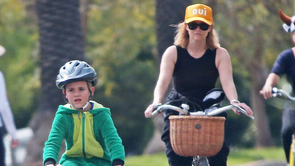 Reese Witherspoon out and about, Los Angeles - 31 Mar 2020