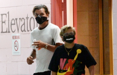 gavin-rossdale-and-son-zuma-spotted-wearing-face-masks-on-outing