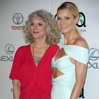 gwyneth-paltrow-reads-funny-text-messages-from-mom-blythe-danner