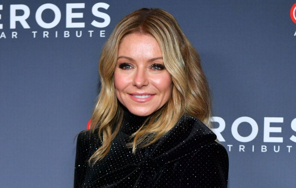 kelly-ripa-covers-her-gray-roots-with-hair-clips-in-quarantine