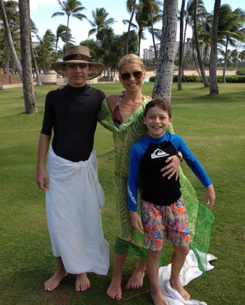 kelly-ripas-kids-call-her-mrs-roper-because-she-wears-caftans