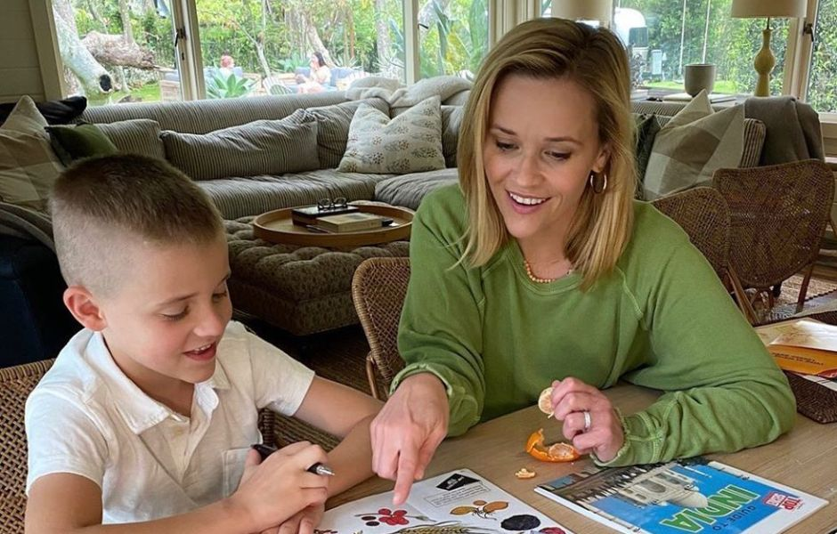 reese-witherspoon-celebrates-son-tennessees-2nd-grade-graduation