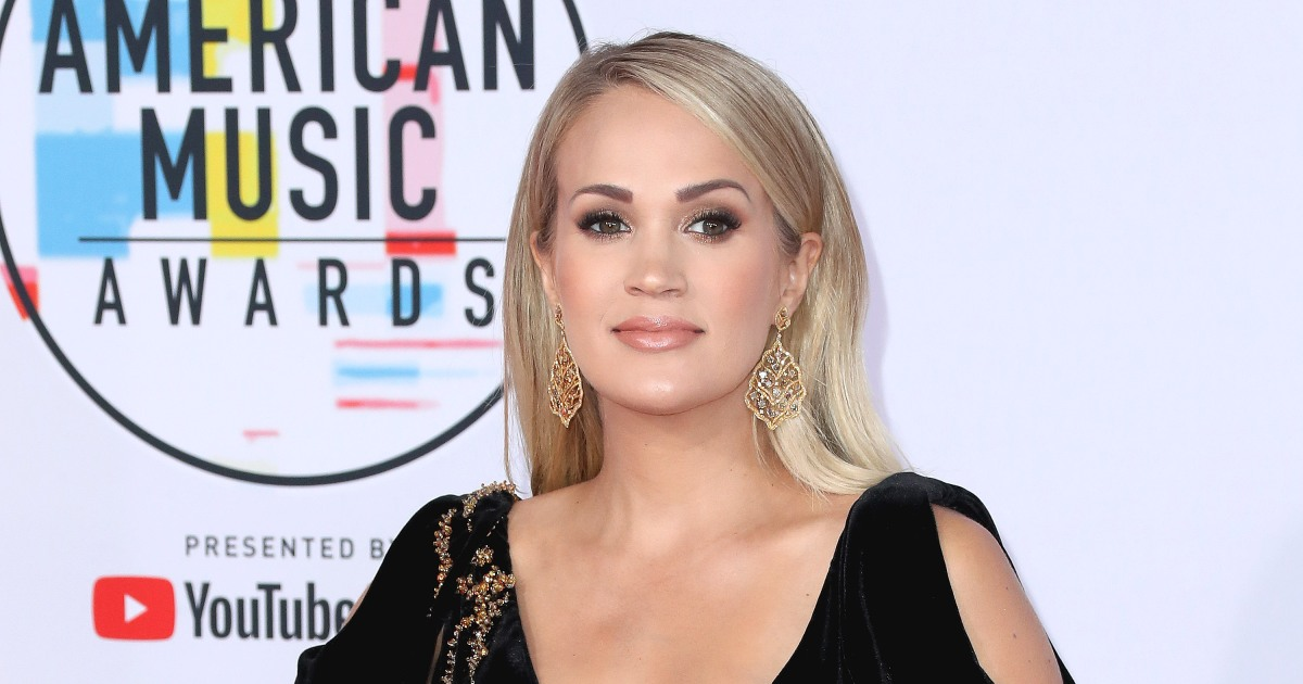 Carrie Underwood shows off impressive abs and toned legs