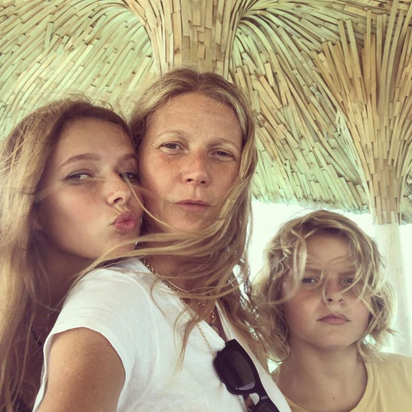 gwyneth-paltrows-2-kids-rare-photos-with-children-apple-and-moses