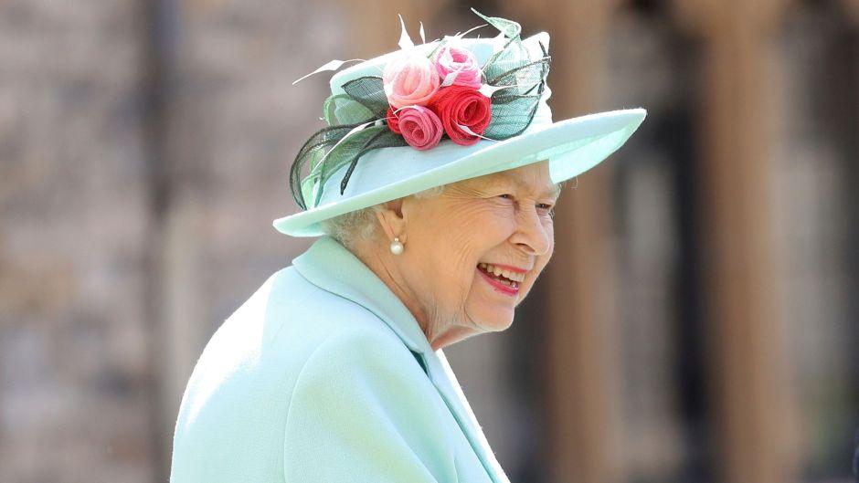 Queen Elizabeth Wears Teal Hat and Suit