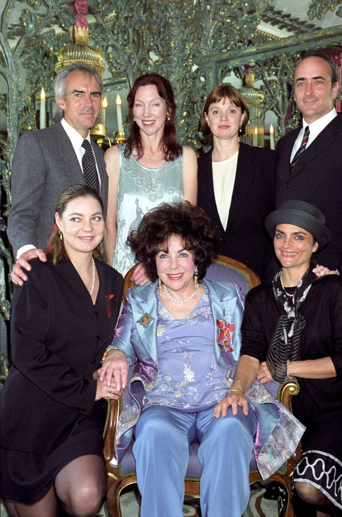 ELIZABETH TAYLOR AFTER BEING MADE DAME AT THE DORCHESTER HOTEL, LONDON, BRITAIN - MAY 2000