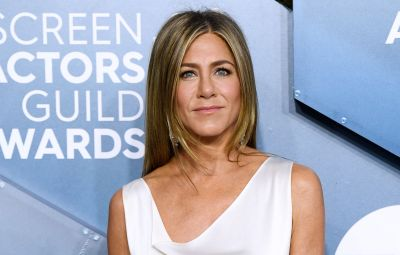 jennifer-aniston-shares-photo-during-2020-emmys-prep
