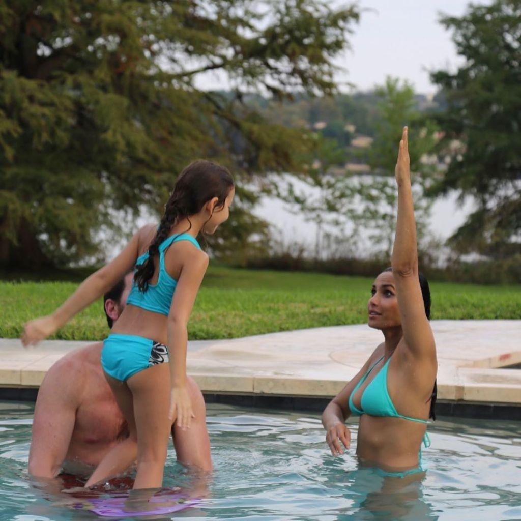 padma-lakshmi-flaunts-bikini-body-on-her-50th-birthday-with-family
