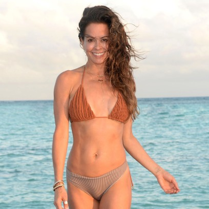 brooke-burke-credits-healthy-lifestyle-for-maintaining-abs