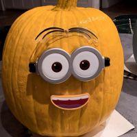 jennifer-love-hewitt-makes-hand-painted-pumpkins-for-her-kids