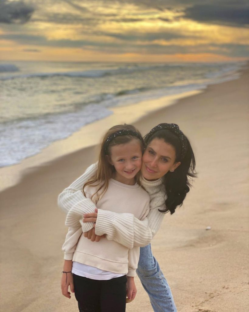 hilaria-baldwins-daughter-carmen-attempts-to-change-diaper
