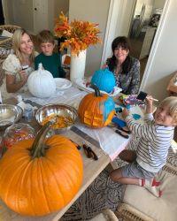 marie-osmond-and-her-grandkids-carve-pumpkins-in-cute-photos