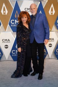 reba-mcentire-and-boyfriend-rex-linn-make-red-carpet-debut