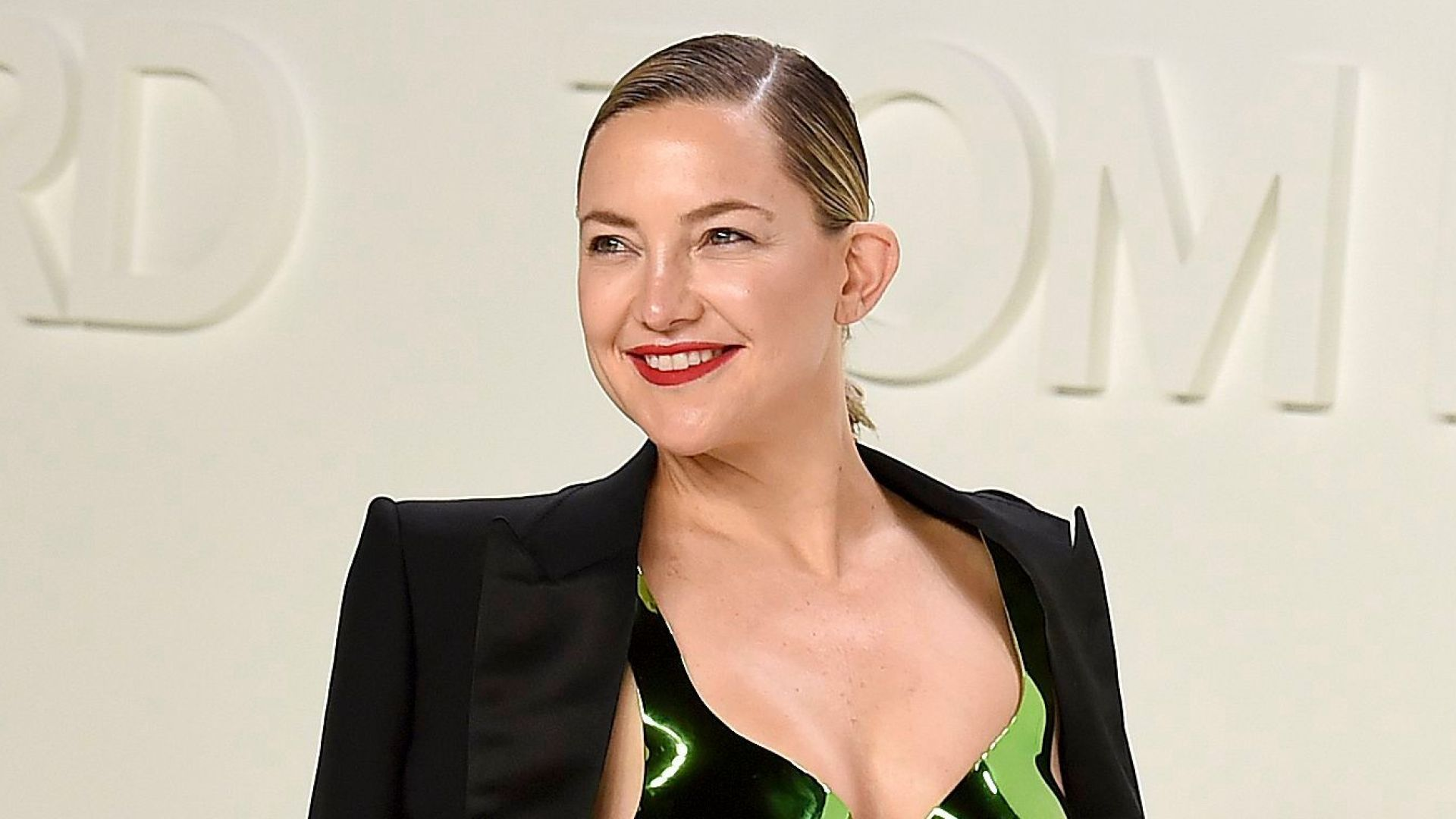 Mom of 3 Kate Hudson Shows Off Fit Figure While Baking Cake at Home: 'I Just Had To'