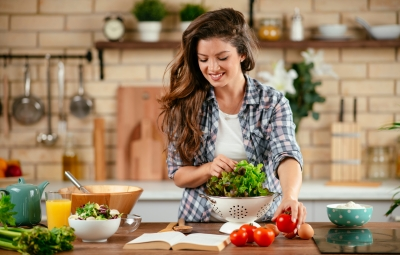 https://www.lifeandstylemag.com/posts/diet-trends-registered-dietitians-explore-keto-fasting-and-more/