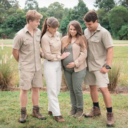 bindi-irwins-baby-bump-photos-of-the-pregnant-mom-to-be