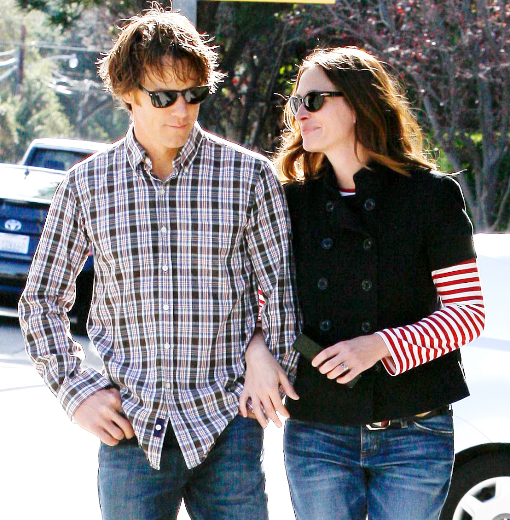 Julia Roberts Says Husband Danny Moder Is My Favorite Human Ahead Couples 20th Anniversary