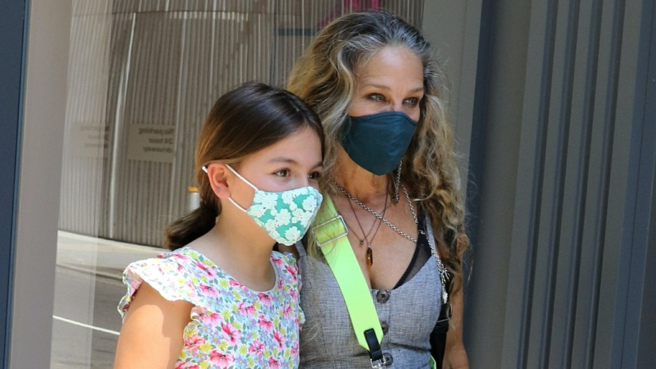 sarah-jessica-parker-and-daughter-tabitha-on-rare-outing-photos