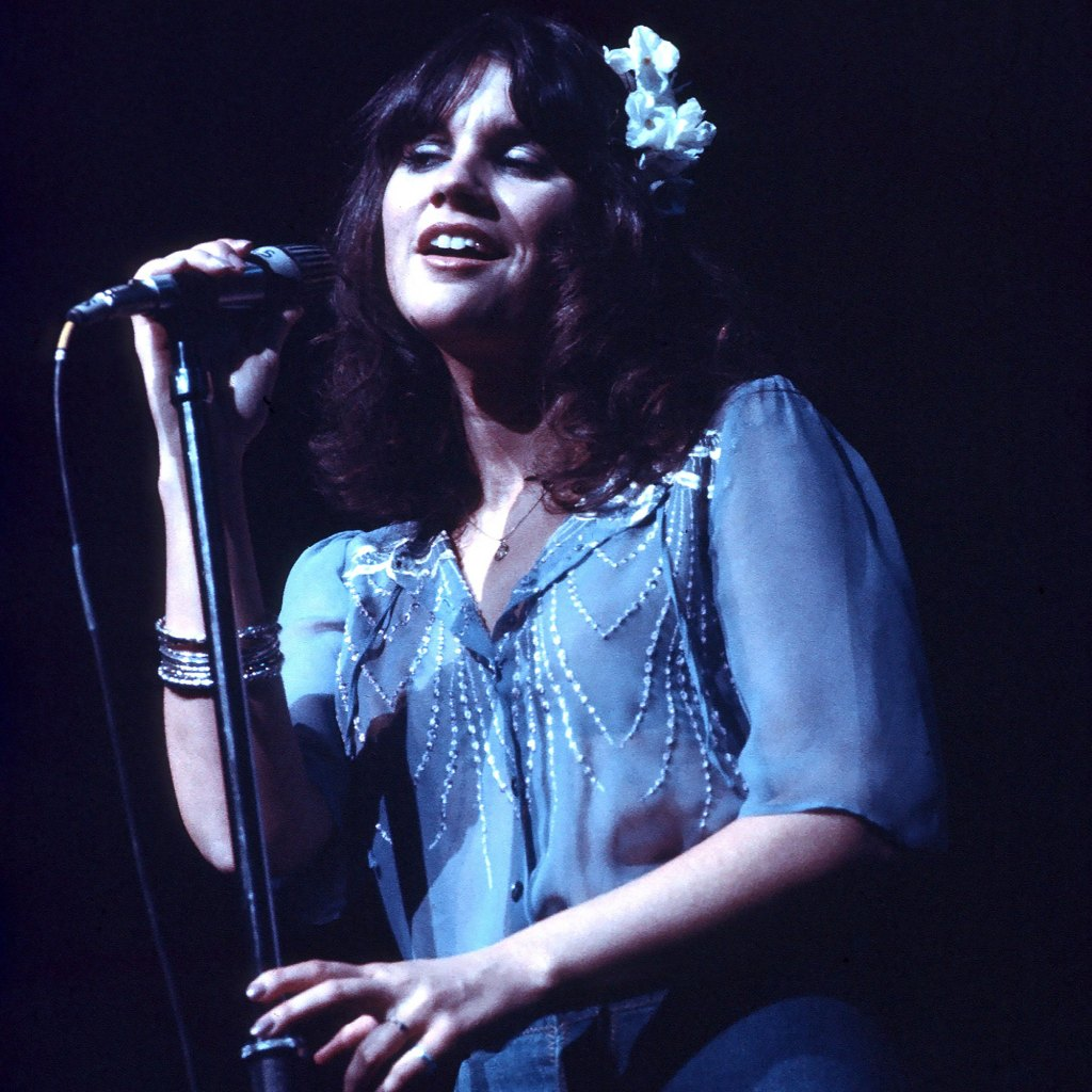 Linda Ronstadt Says She Misses Playing Music After 2011 Supranuclear Palsy Diagnosis: 'I Can't Sing'