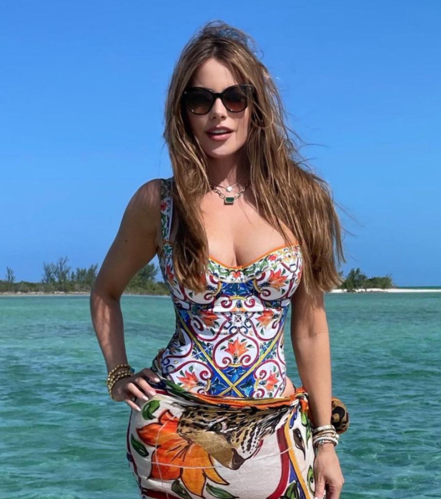 Sofia Vergara Hottest Swimsuit Looks Photos