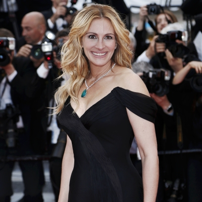 Julia Roberts Shoots Lancome Ad in Paris Showing Off Legs